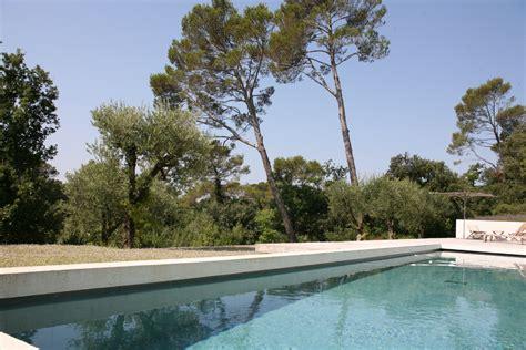 Superbe villa dans le Domaine privé du Golf de Barbaroux à une heure de ST Tropez contemporaine