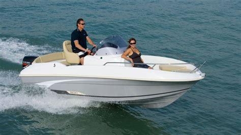 gommoni con cabina noleggio barche a motore motoscafi sul lago di garda
