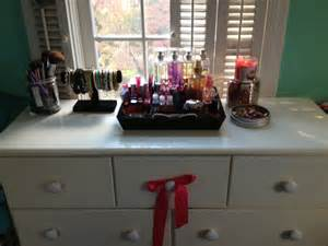 lalaland how to organize the top of a dresser
