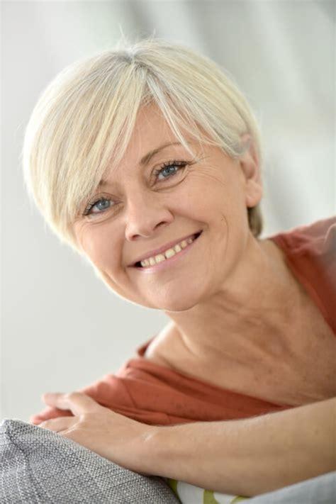 35 Schicke Kurze Frisuren für Frauen Über 50