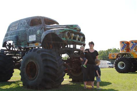 old grave digger monster truck oscarelli boys love trucks