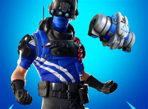 fortnite ps players   carbon commando skin pack