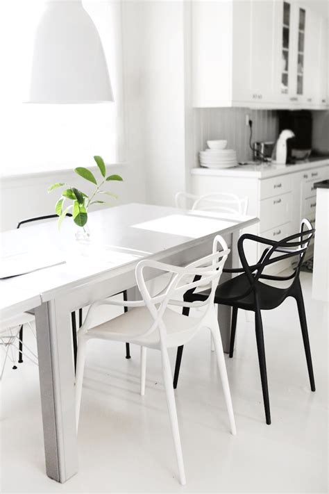 Black And White Dining Room Chairs 10 Modern Black And White Dining Room Sets That Will Inspire You