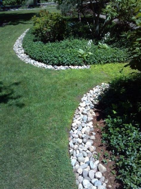Rocks For Garden Edging The Rock Edging On This Bed Front Garden Ideas