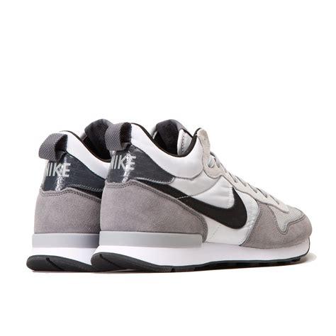 Nike Internationalist Grey Black nike internationalist mid light ash grey black grey silver 682844 002