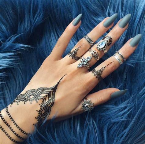 where do you get a henna tattoo 15 gorgeous henna tattoos you ll be dying to get
