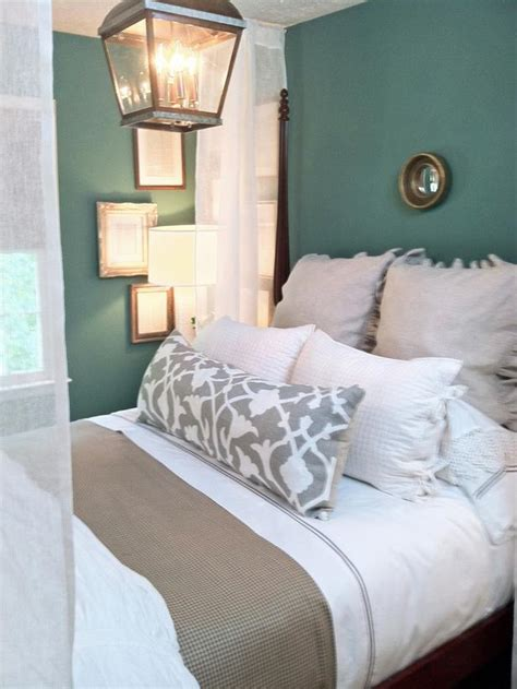 Cottage Bedroom Colors by Green Bedroom With Canopy Bed Hgtv