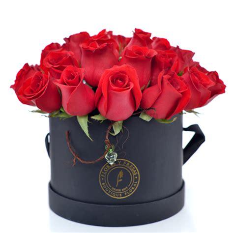 inicio tienda dselo con flores rosas tatuadas rosas tatuadas 36 rosas rojas caja negra flores y fresas