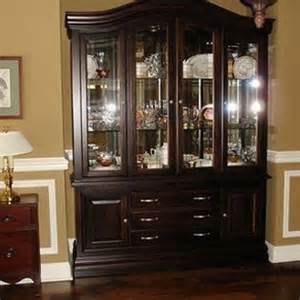 Hutch For Dining Room How To Arrange A Dining Room Hutch 4 Tips Home