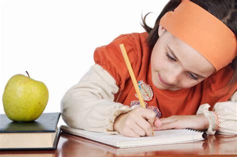 cara membuat anak fokus belajar cara memotivasi anak agar semangat belajar