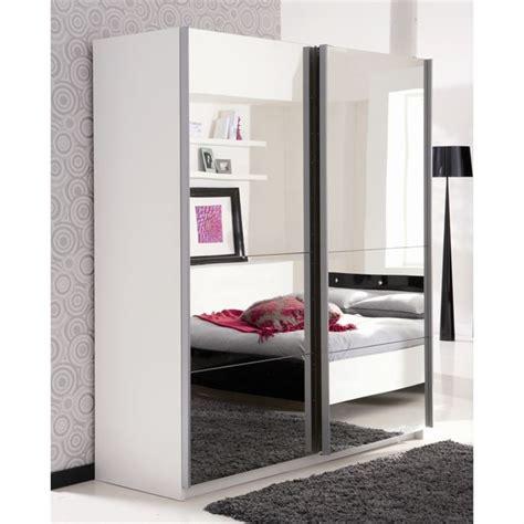 armoire de chambre avec miroir