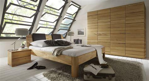 schlafzimmer komplett mit strasssteinen schlafzimmer wandfarbe braun