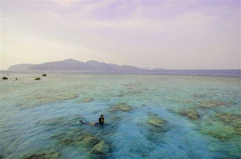 Snorkling Anak snorkeling santai dan pendakian anak gunung krakatau
