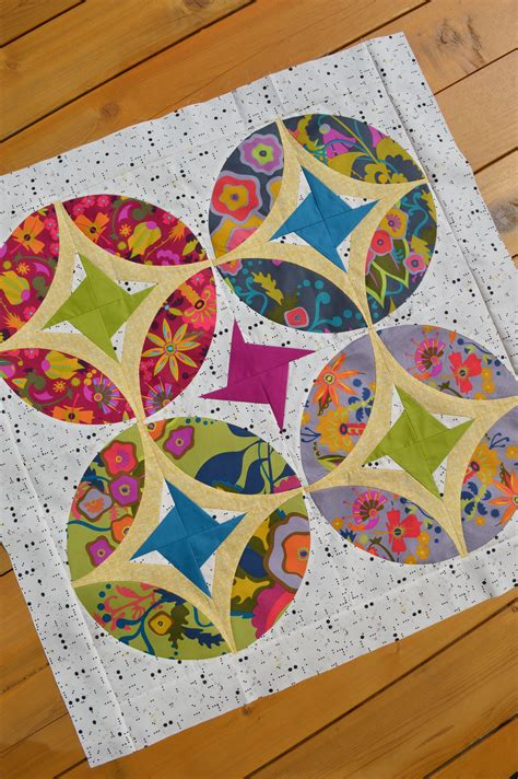 Piecing Patchwork Patterns - mini quilt table topper color quilts by