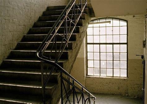 wann freiwillig versichert wann ist ein sturz im treppenhaus k ein arbeitsunfall