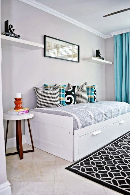 Guest Room Study Ideas by 17 Best Ideas About Daybed On Sunroom
