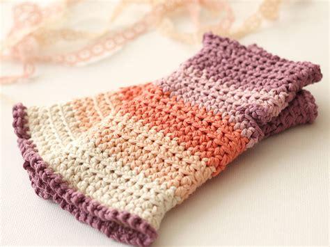 free pattern wrist warmers crochet how to crochet a pair of gorgeous wrist warmers
