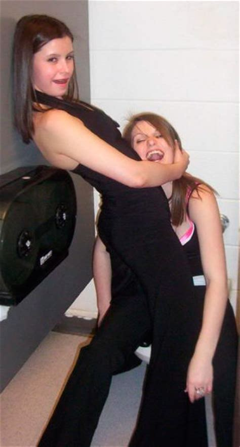 drunk girl in bathroom ever wondered what drunk girls do in the bathroom 74 pics picture 60 izismile com