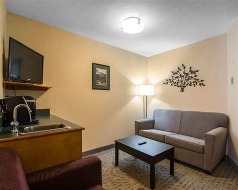 quality inn canmore canmore hotels quality resort chateau canmore quality