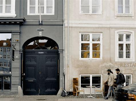choose   material   front door