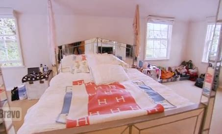 lindsay lohan bedroom video million dollar decorators gives us a glimpse inside