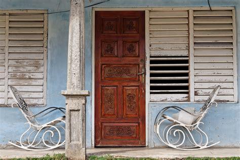 auf der veranda schaukelst 252 hle auf der veranda foto bild america