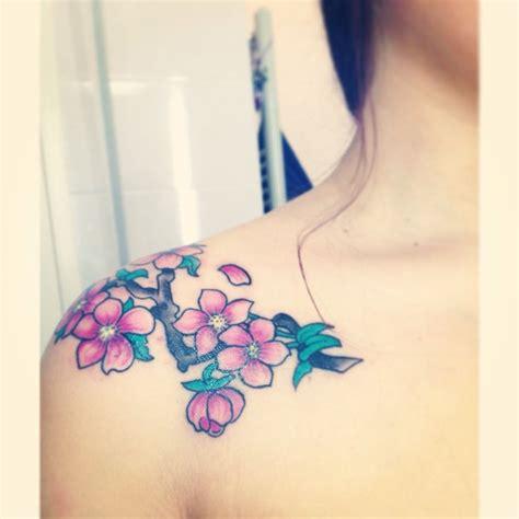 fiori di ciliegio giapponesi oltre 25 fantastiche idee su tatuaggi con fiori di
