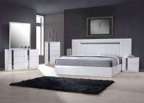 Contemporary Bedroom Furniture Exclusive Wood Contemporary Modern Bedroom Sets Two Of The