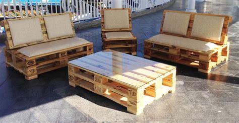 sillones con palets como construir un sofa con palet bricomanualidades