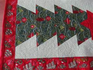 you have to see christmas table runner on craftsy