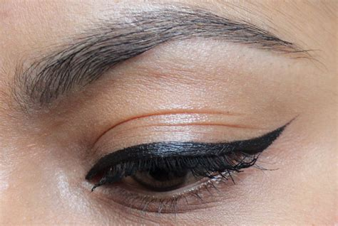 with eyeliner how to do cat eyeliner winged eyeliner