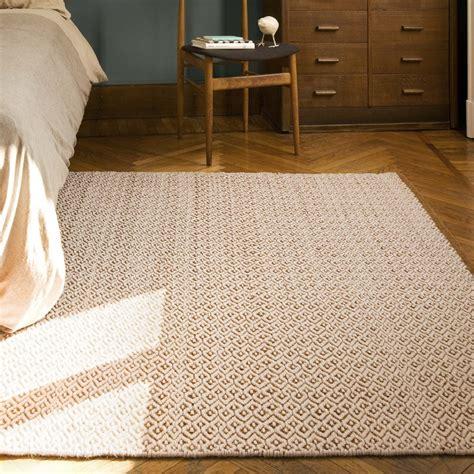 prodotti per pulire tappeti prodotti per pulire i tappeti free come lavare tappeto