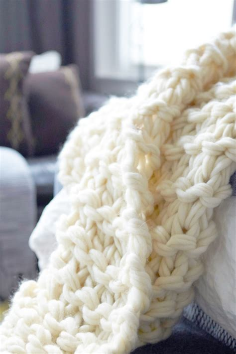 how to arm knit a blanket step by step arm knit blanket tutorial and giveaway flax twine