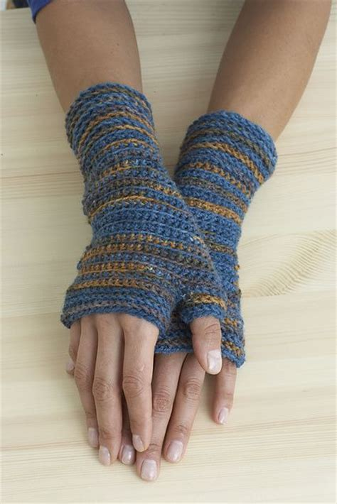 free pattern wrist warmers i dont know how to crochet but i love the idea for wrist