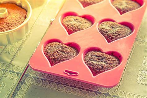kuchen kleine herzform kleine kuchen mit herzform der kostenlosen fotos