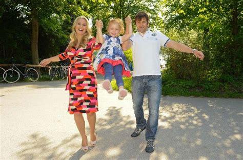 kinder nackt zuhause wieder ein m 228 dchen gr 252 nbauer schwanger mit 42