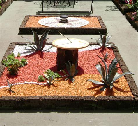 giardino con piante grasse giardino colorato piante grasse meridiana 2 lithos color