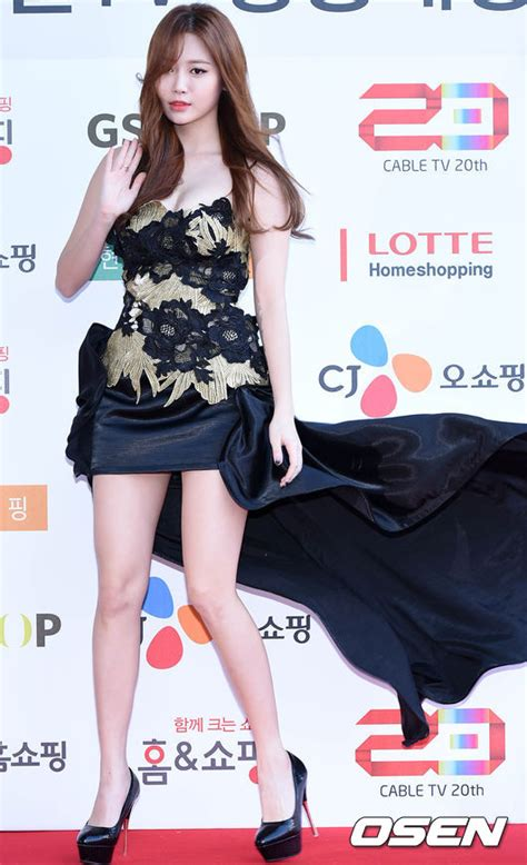 Yurra Dres yura shows glorious talents on the carpet