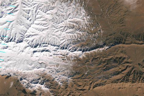 sahara snowfall satellite images of sahara s first snowfall in 37 years