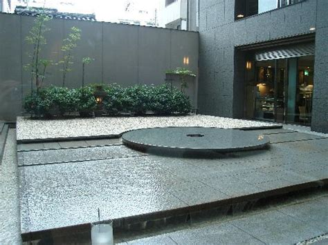 Outdoor water feature at the Hearton Hotel   Picture of