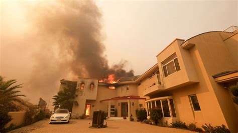 famous people houses burned woolsey fire destroys homes of caitlyn jenner scott
