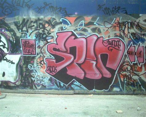 difference  graffiti  tagging graffiti  tagging