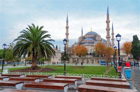 foto de mezquita azul estambul mezquita azul en estambul la plaza de sultanahmet foto