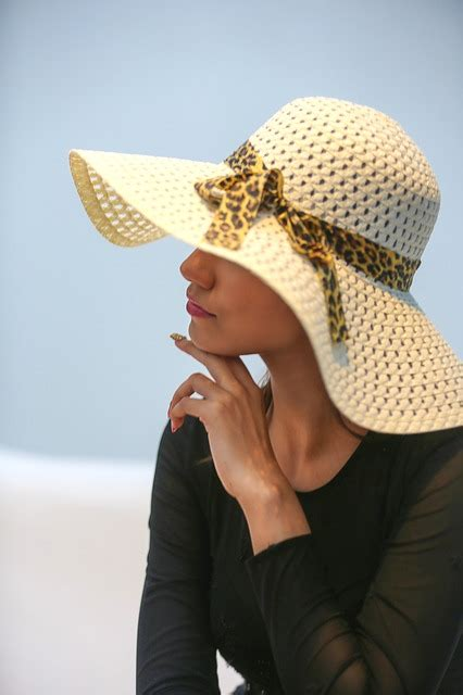 female hat model  photo  pixabay