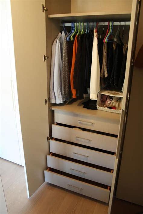 armadio per corridoio mobili su misura per mansarda porta lavatrice ed
