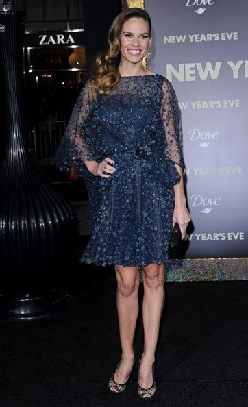 Catwalk To Carpet Hilary Swank In Lhuillier by Carpet New Year S Premiere Les 233 Luxcubrations De