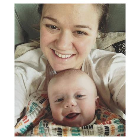 kelly clarkson without makeup taste of country kelly clarkson s baby is adorable but it s his mom s
