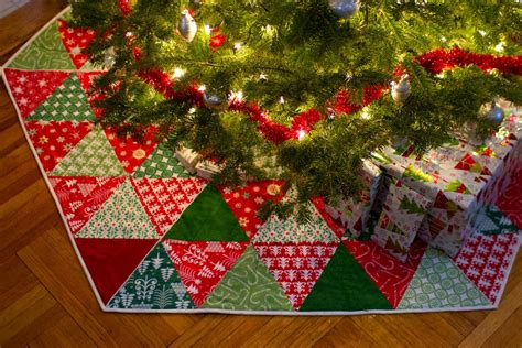 christmas patterns patchwork quilted christmas tree skirt tutorials i want to try