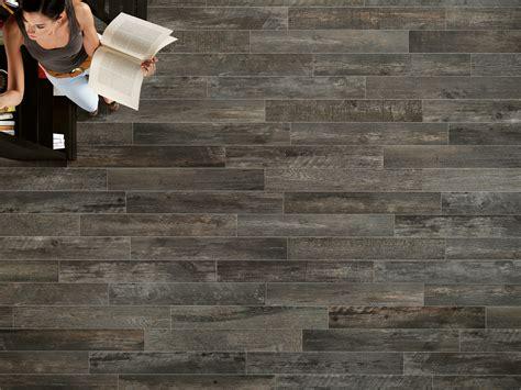 piastrelle antracite pavimento rivestimento in gres porcellanato effetto legno