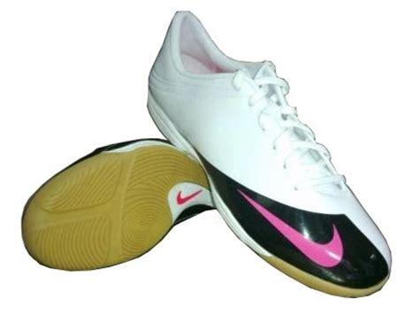 Sepatu Nike Futsal Kode Bl11 futsal and soccer mengenal kode di balik nama sepatu nike